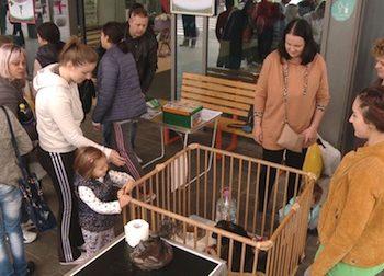 Căţeluşii au adunat o mulţime de privitori, cei mai entuziasmaţi fiind cu siguranţă cei mici