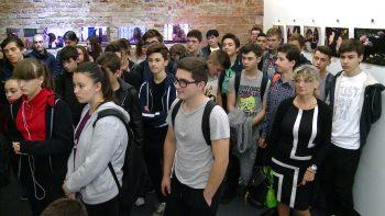La vernisaj au fost prezenţi mulţi elevi