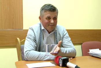 Consilierul Adrian Călin spune că există un ordin ministerial care prevede ca timpul de realizare al temelor să fie de maxim două ore