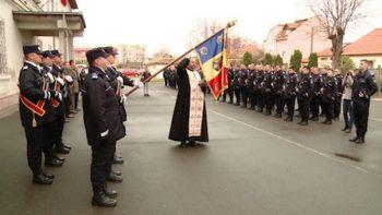 Ceremonialul militar pentru prezentarea noului Drapel de Luptă a avut loc în curtea unităţii
