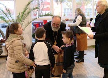 Preotul Tiberiu Vălean, i-a asigurat pe cei mici că Moşul este o persoană adevărată care a existat în vremurile vechi ale Bisericii