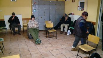 În perioada verii adăpostul este ocupat în proporţie de 50%, numărul beneficiarilor crescând semnificativ iarna, când persoanele fără locuinţă vin benevol la adăpost sau sunt aduşi de Poliţia Locală Satu Mare
