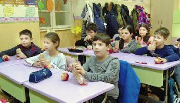 """Claudiu Mondici, director la Şcoala Gimnazială """"Grigore Moisil"""", ne-a spus că 848 de elevi ai instituţiei pe care o conduce beneficiază de program"""