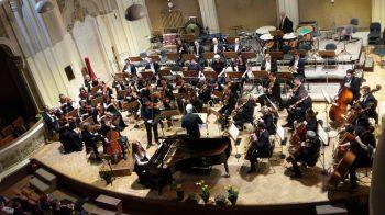 Orchestra dirijată de Gheorghe Costin şi cei trei solişti