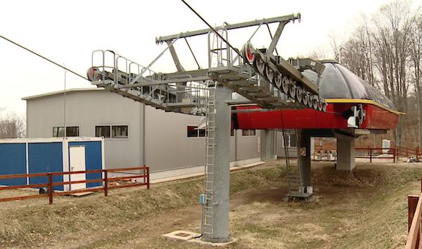 """Obiectivul """"Montarea instalaţiei de transport pe cablu CD-4 Luna Şes, amenajare pârtie de schi şi sistem de înzăpezire a pârtiei"""" este realizat în proporţie de 90%"""