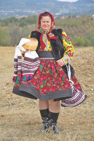 """Mătuşa Floare a participat cu drag la toate evenimentele Asociaţiei """"Ţara Oaşului"""" la care a fost invitată"""