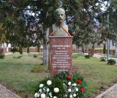 Bustul preotului erou Athanasie Doroș